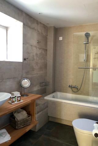 VIP suite niriedes hotel bathroom