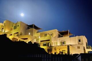 niriedes hotel location full moon
