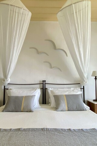 niriedes hotel superior suite bed