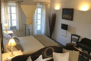 standard suite niriedes hotel big bedroom