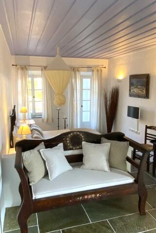 standard suite niriedes hotel cozy interior