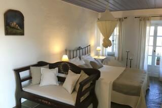 standard suite niriedes hotel interior