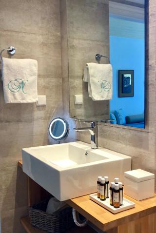 superior suite niriedes hotel bathroom