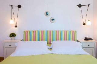 superior-suite-niriedes-hotel-bedroom