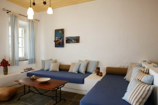 superior suite niriedes hotel lounge