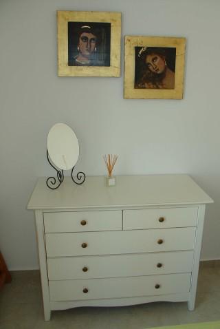 nefeli guesthouse sifnos dressing room