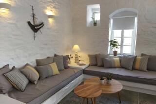 nireas house sifnos living room