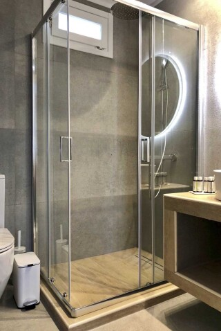nireas house sifnos shower
